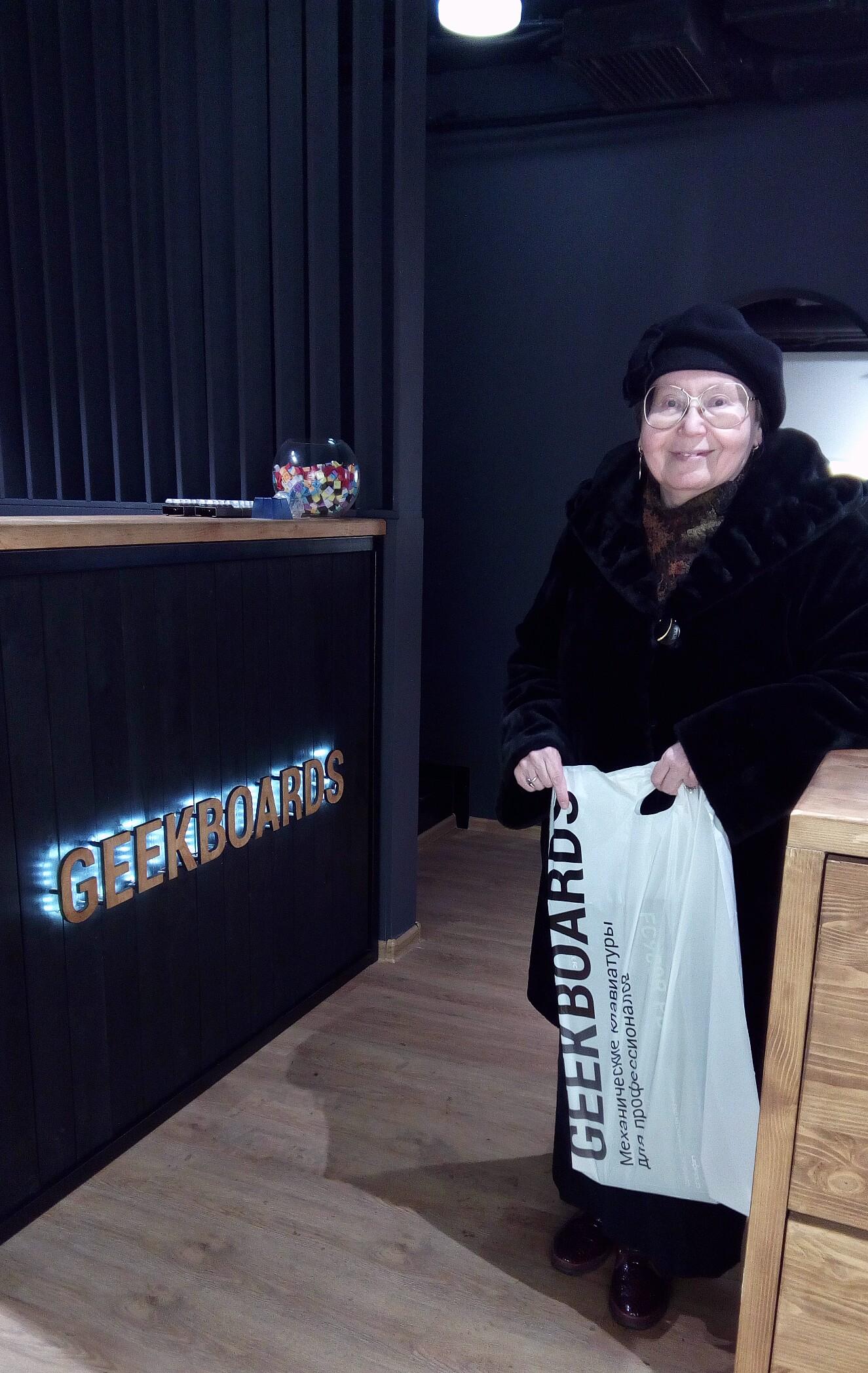 В новом шоуруме Гикбоардс на Тверской, Москва, ноябрь 2019